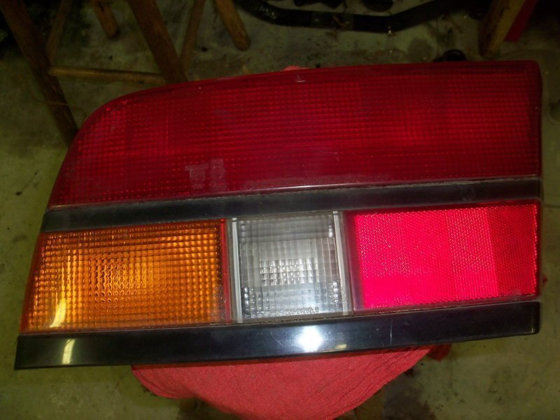 '84-'86 Drivers side tail light lens