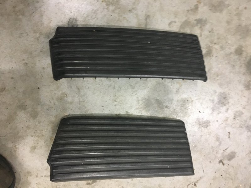 '82-'83 driver side B pillar outer cover